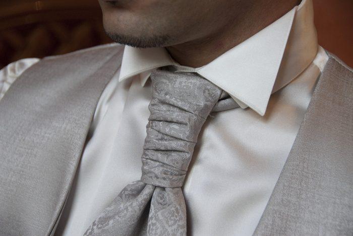 Auch echte Stockfotos wie dieses Krawattenfoto von Claudio Sotece findet man – kostenlos und lizenzfrei –auf Pixabay.