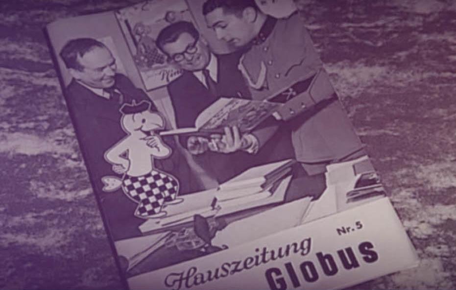 Alte schwarz-weiss Fotografie der Globus Hauszeitung mit dem Globi auf dem Titelblatt
